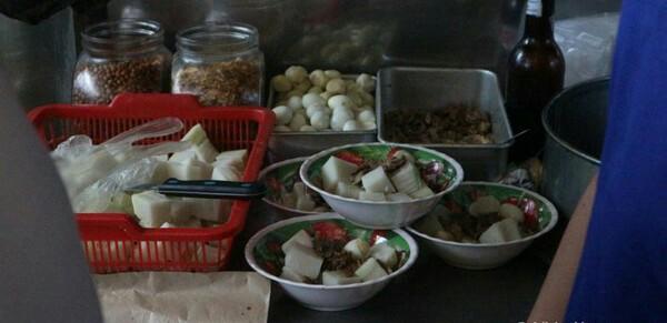 Wisata Kuliner : Nikmatnya Lontong Kari di Bandung