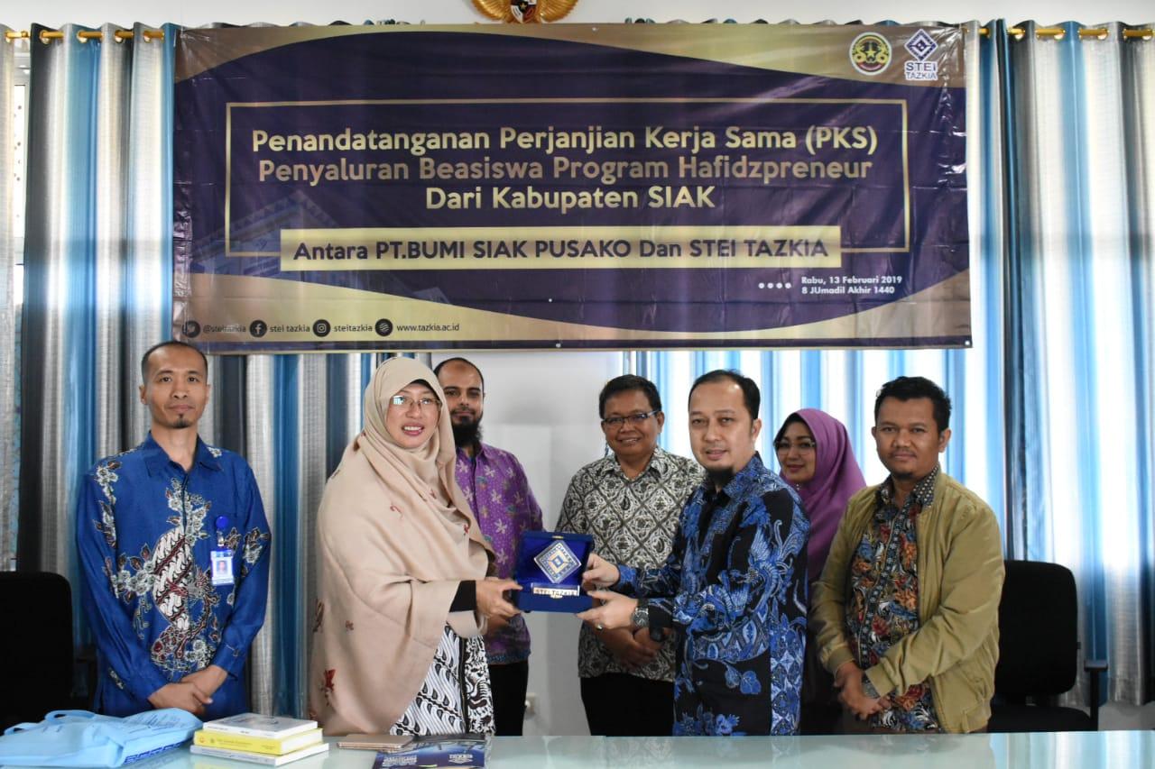 Tazkia Fasilitasi Anak Yatim Dari Siak Riau