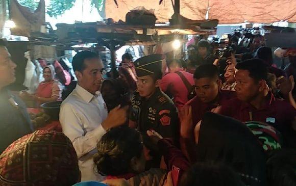 Jokowi Beli Kedondong dan Cek Harga Sembako