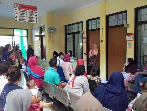 UPF Puskesmas Villa Pertiwi Memberikan Sosialisasi Pendaftaran Online