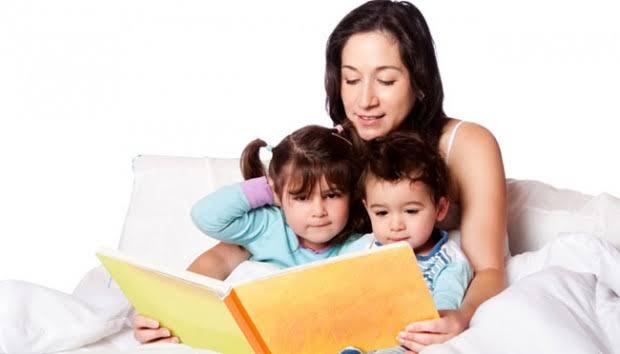 Inilah Manfaat Mendongengkan Anak