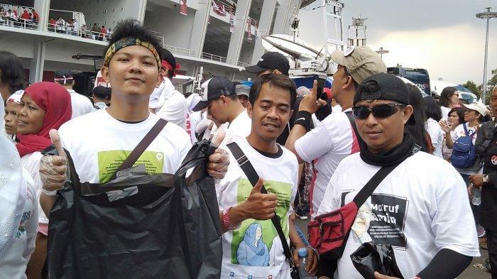 Komunitas Gabungan Online Depok Membersihkan Bekas Sampah Kampanye