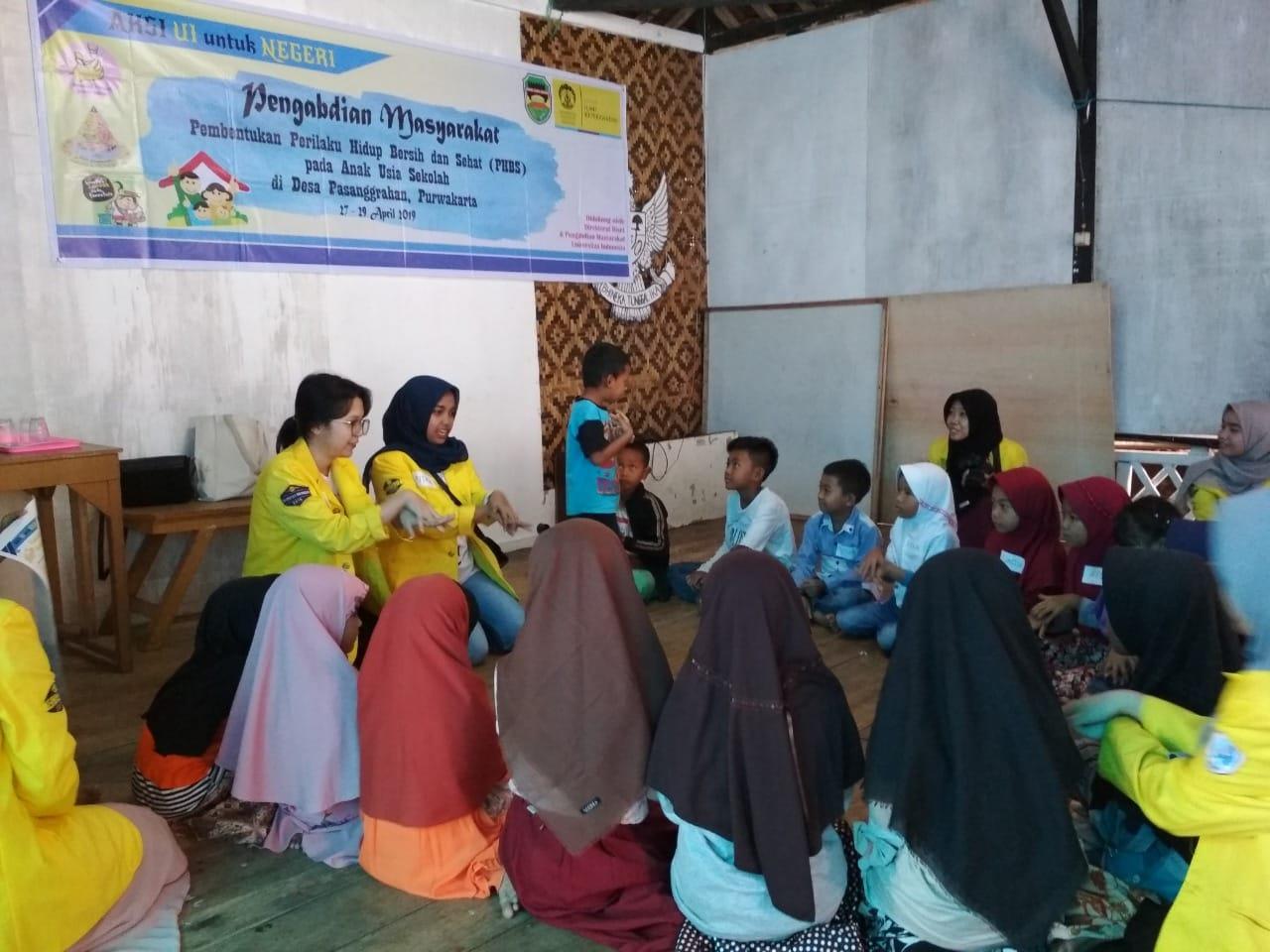 Di Desa Pesanggrahan, 65 Relawan Fakultas Ilmu Keperawatan Univ Indonesia Adakan Penyuluhan Kesehatan