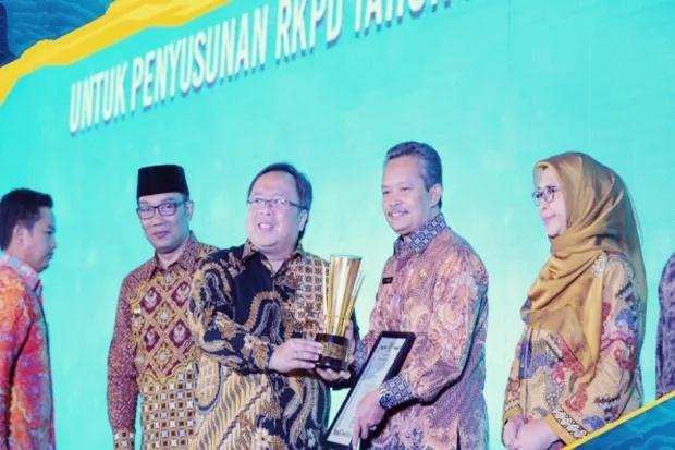 Pemkot Depok Sabet Penghargaan Perencana Daerah Terbaik se-Jabar