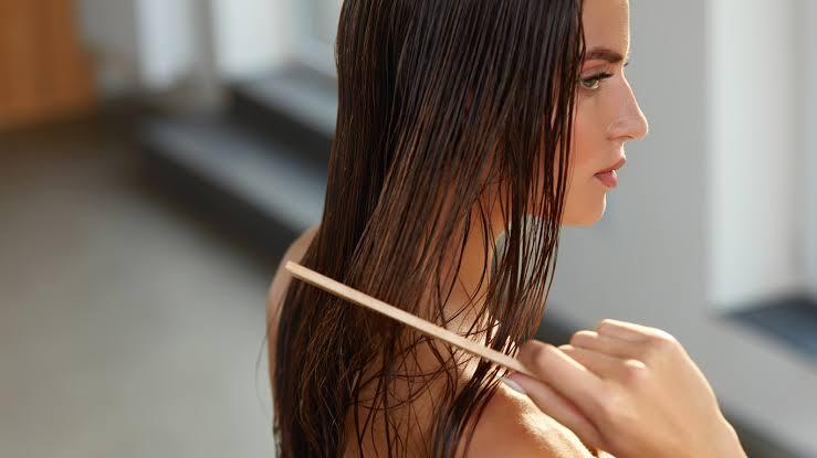 Banyak Yang Belum Tahu, Ternyata Ini Bahaya Jika Tidur Dengan Kondisi Rambut Basah