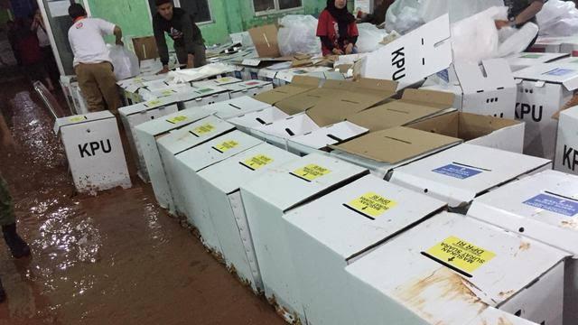 682 Kotak Suara Pemilu di Bogor Rusak Terendam Banjir Lumpur