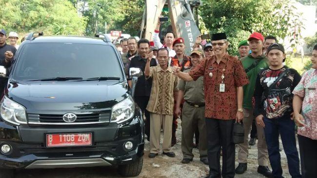 Pagar Akses Jalan Menuju Kantor Kecamatan Limo Akhirnya Dibongkar