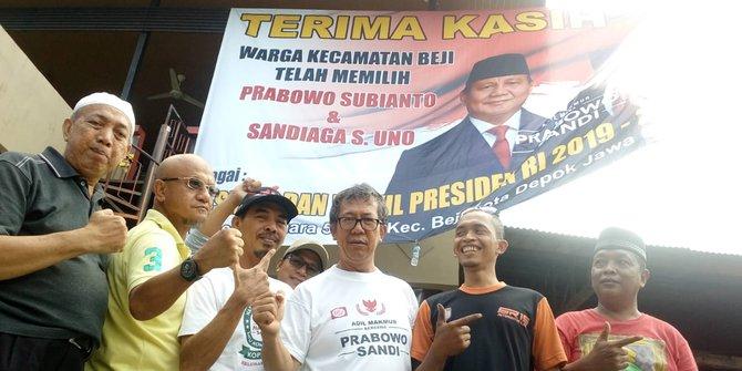 Prabowo-Sandi Unggul di Beji Depok, Relawan Pasang Baliho Bertulis Terima Kasih
