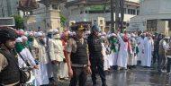 Ulama FPI Membantu Meredakan Massa dari Luar Jakarta Yang Memancing Kerusuhan Di Flyover Slipi