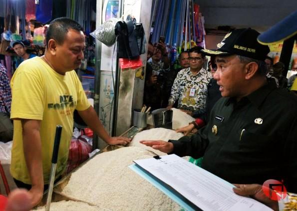 Sidak Pasar, Wali Kota Tegaskan Tidak Ada Penimbunan Barang