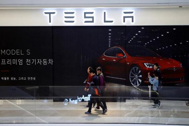 Saham dan Obligasi Perusahaan Otomotif Tesla Asal Amerika Jatuh, Karena Investor Mengkhawatirkan Biaya Dan Keamanan