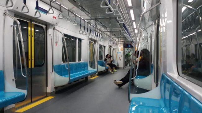 KRL dan busway terganggu demo, MRT Lancar jaya