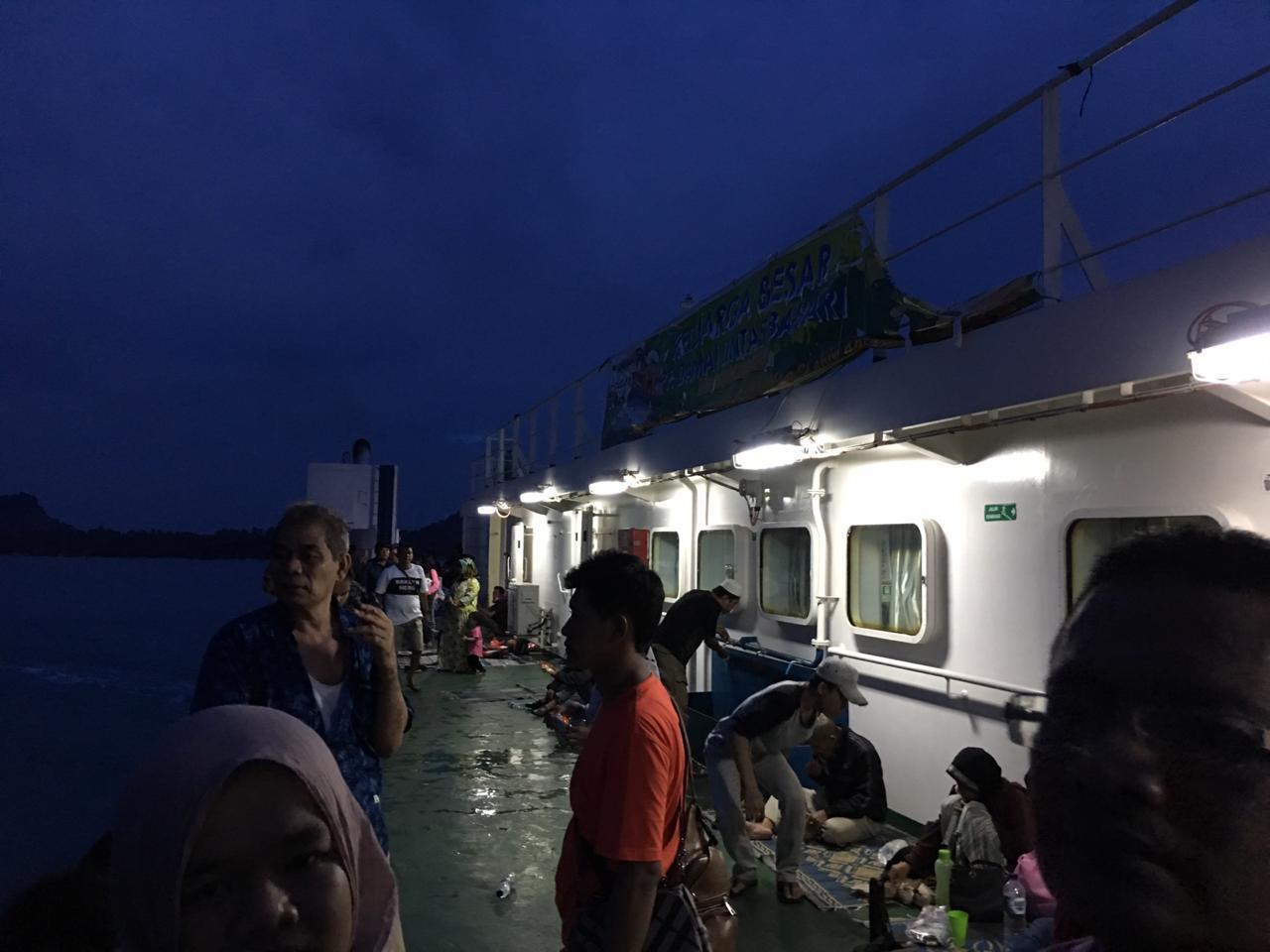 Suasana Di Kapal Laut / Foto : Abu Bakar S