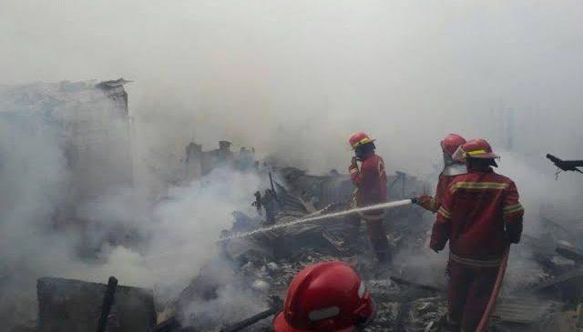 12 Mobil Damkar Berhasil Padamkan Api Kebakaran di Perbatasan Bogor-Depok