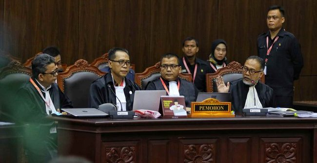 Minta Diskualifikasi Jokowi-Ma'ruf, Ini 15 Poin Lengkap Tuntutan Prabowo-Sandiaga