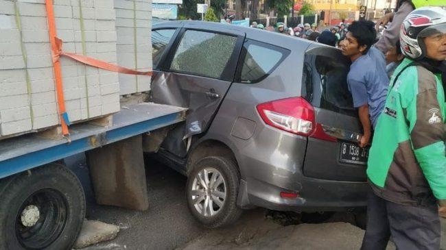 Kecelakaan Beruntun Terjadi di Dekat Depok Trade Centre (DTC)