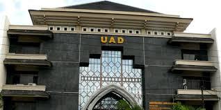 Dubes RI Untuk Azerbaijan Husnan Bey Fananie Sampaikan Kuliah Umum di UAD Yogyakarta