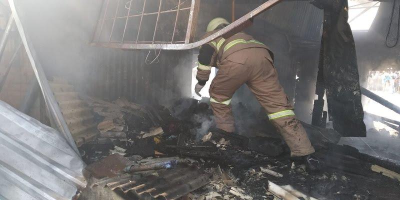 Kebakaran Gudang Onderdil di Sukmajaya Depok