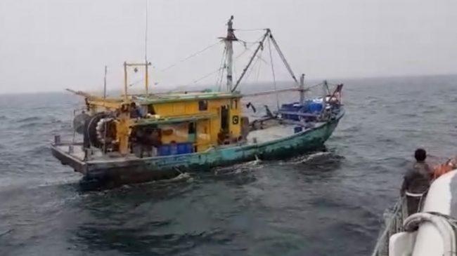 Kapal Ilegal Malaysia Ditangkap di Selat Malaka