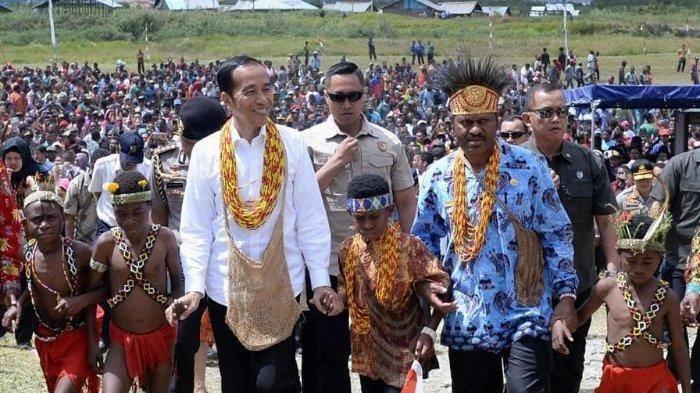Disambut Ribuan Warga! Presiden Jokowi Tiba Di Pegunungan Arfak, Papua Barat