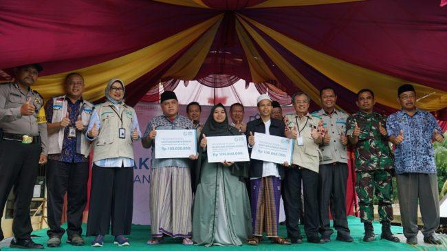 YBM PLN Bersama Komisaris PLN Bantu Warga Dan Pesantren Korban Banjir Di Banten