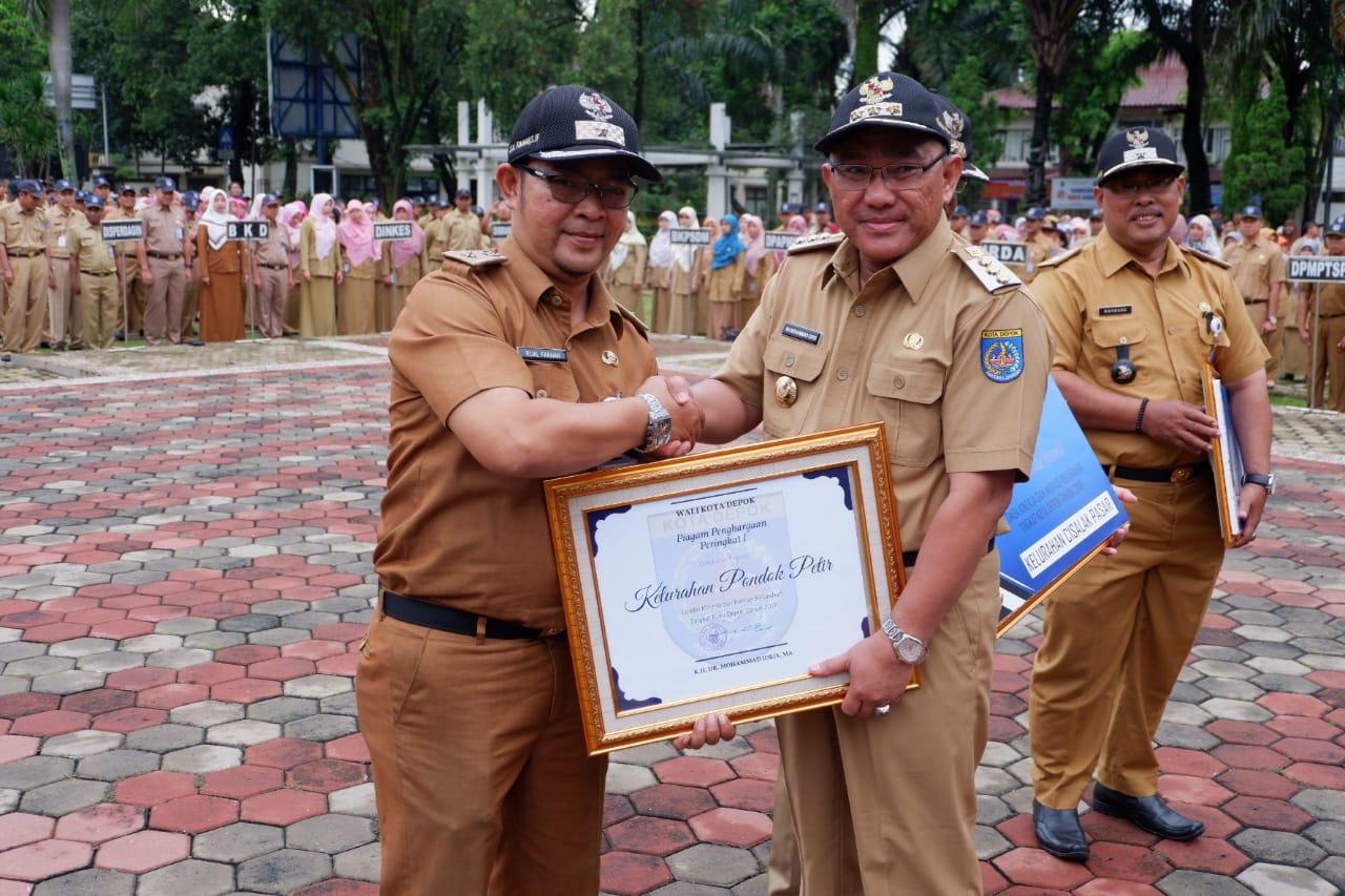 Kelurahan Pondok Petir Raih Penghargaan Kinerja dan Inovasi Tingkat Depok