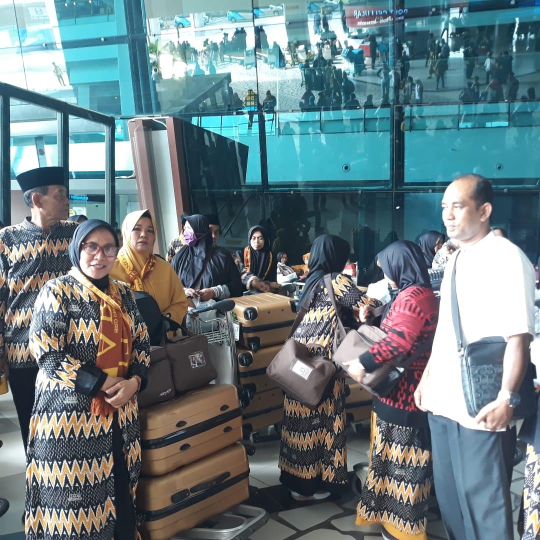 856 Jemaah Umrah Transit Selamat Tiba di Indonesia