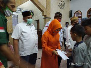 Sekje. PBB bersama DPD DKI Jakarta Sylviana Murni dan Ketua DPW PBB Jakarta Ical Syamsuddin memberikan santunan kepada anak-anak yatim